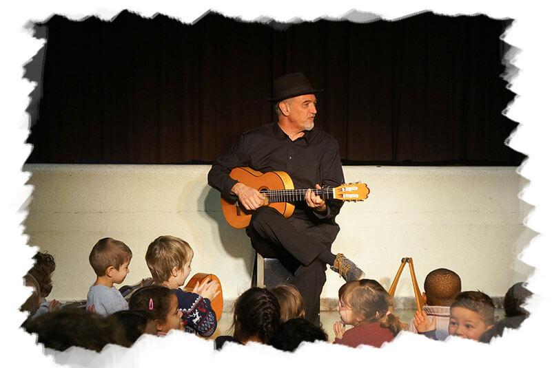 L'échappée belle est un concert solo pour enfants de Raphy Rafaël. Ce concert reprend des chansons des albums Zahori, Plus loin plus beau et Pachamama.